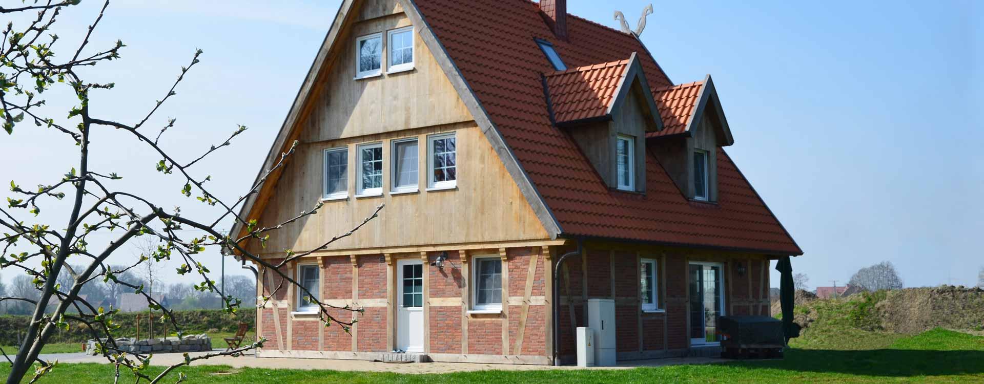 ^ DLK - Ihr Fachwerkhaus bauen wir nach Ihren Wünschen